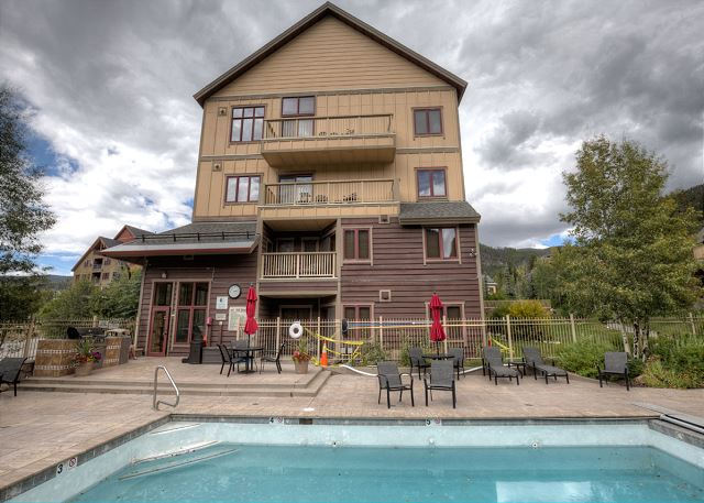 Red Hawk Lodge Shared Pool and Hot Tubs