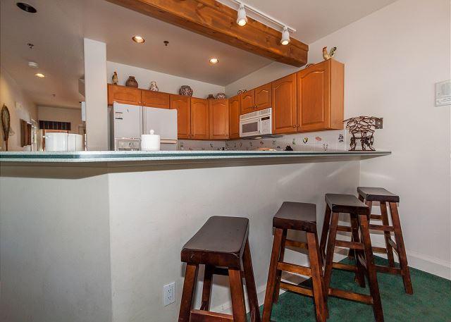 Kitchen and Breakfast Bar