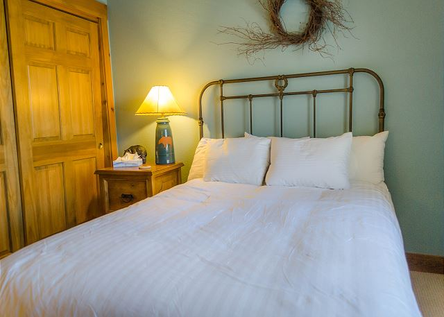 Both guest bedrooms feature queen-sized beds and have been upgraded to our Ivory White Bedding program.