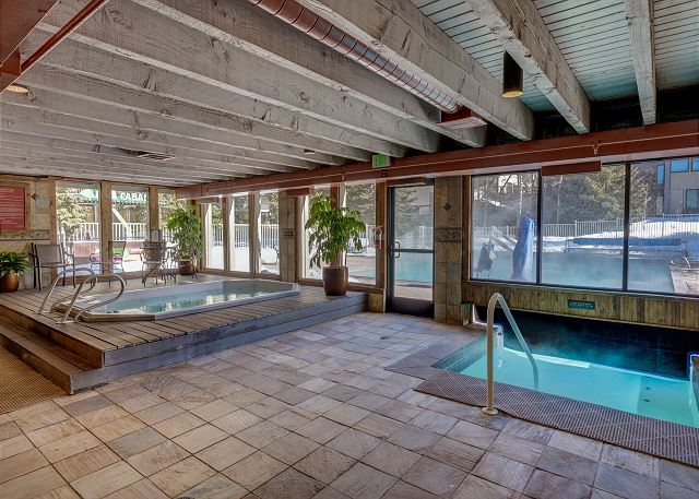The Keystone Lodge and Spa features an indoor hot tub and a swim-in/swim-out pool.