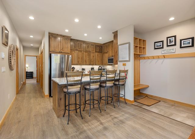Kitchen, breakfast bar, and entryway