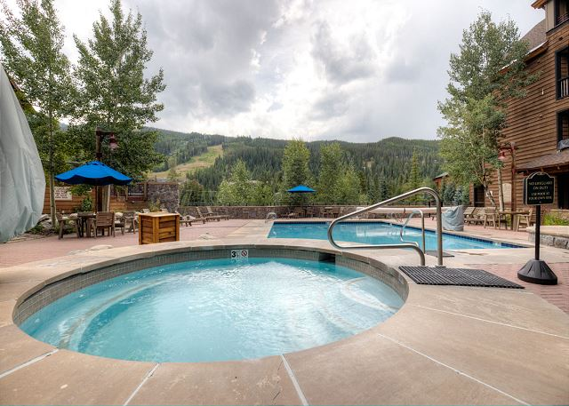 The shared hot tubs at Dakota Lodge are oversized and feature stunning views.
