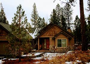 Pathfinder #3: Quaint and Cozy, Open Floor Plan, Free Ski Shuttle, Hot Tub
