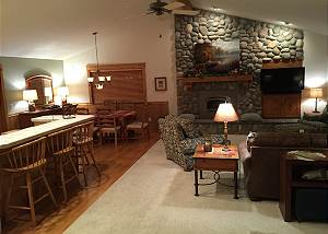 Umpqua #3:10 Unltd SHARC passes,  2 master suites, family friendly, hot tub