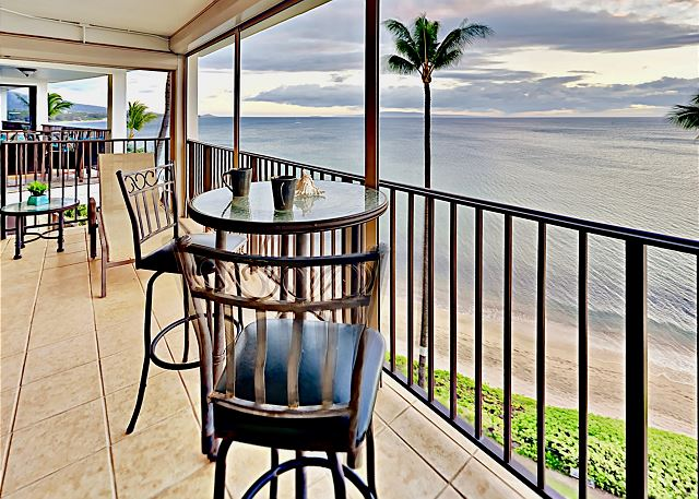 A romantic dinner on the lanai is a dream come true!  Sip on your favorite beverage as you absorb the panoramic ocean views!