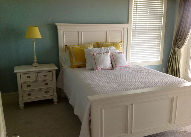 This queen bedroom is located on the south side with magnificent views of the gulf.