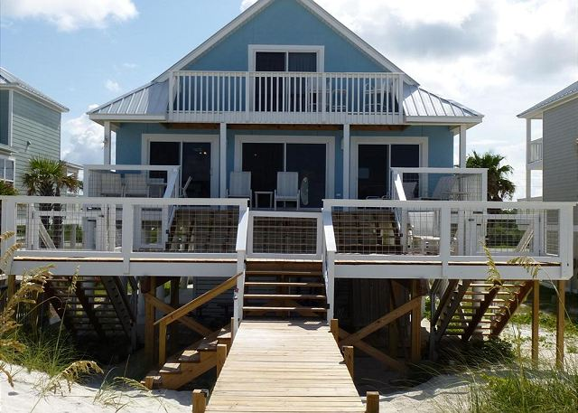 Beautiful huge beachside deck and private walkway. Notice pet/children gates on all 3 access points to the deck.