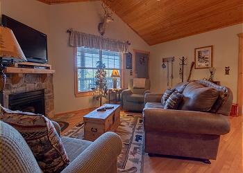 Grey Moose Lodge / 71077
