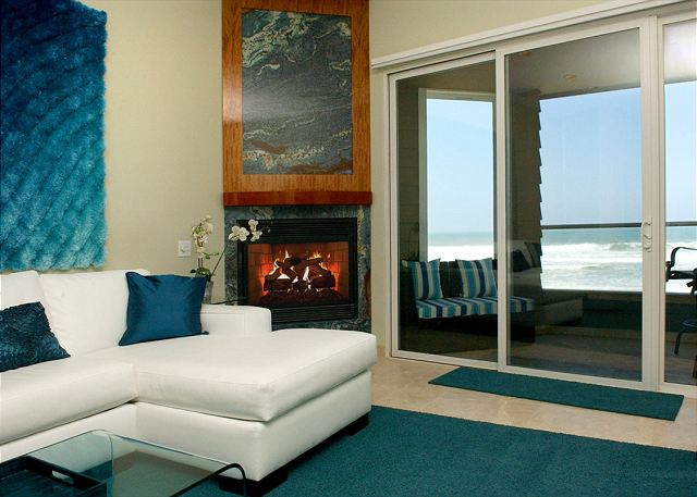 Newer Luxury 2-bedroom/2.5-bath Oceanfront Condo with White Water Views! - San Diego, California