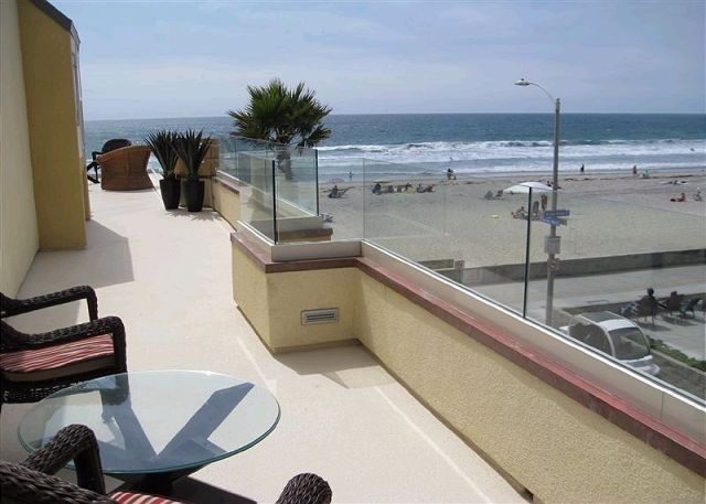 Sweeping oceanfront penthouse! Floor to ceiling glass for amazing views! - San Diego, California
