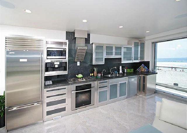 Premier vacation condo- ocean view, near beach, full kitchen, electric shades - San Diego, California