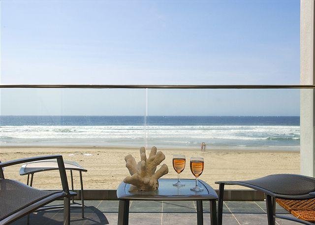 Luxury 2nd floor condo- 3 patios, views, full kitchen, near beach - San Diego, California
