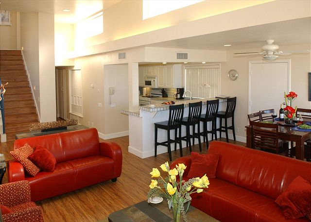 Stunning oceanfront penthouse- glass living room, multiple decks, jacuzzi tub - San Diego, California
