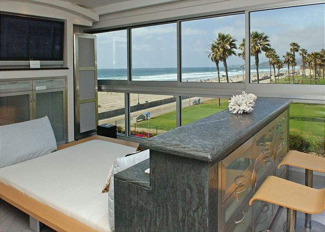 Spectacular oceanview retreat- unobstructed view, full kitchen, plasma TVs - San Diego, California
