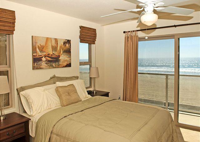 Great family oceanfront condo! 2 floors with groundfloor patio, tandem garage - San Diego, California