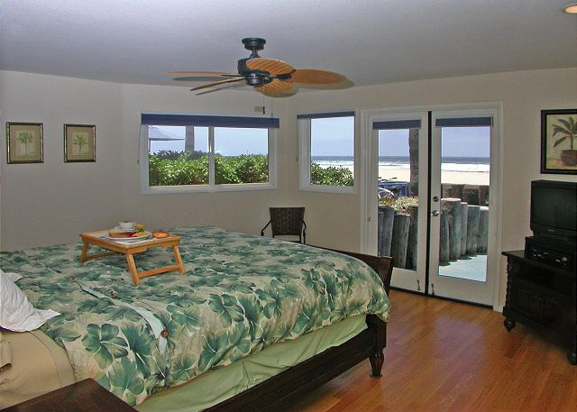 Beautiful  Ocean Front Condo with a huge ground level patio,and ocean view - San Diego, California