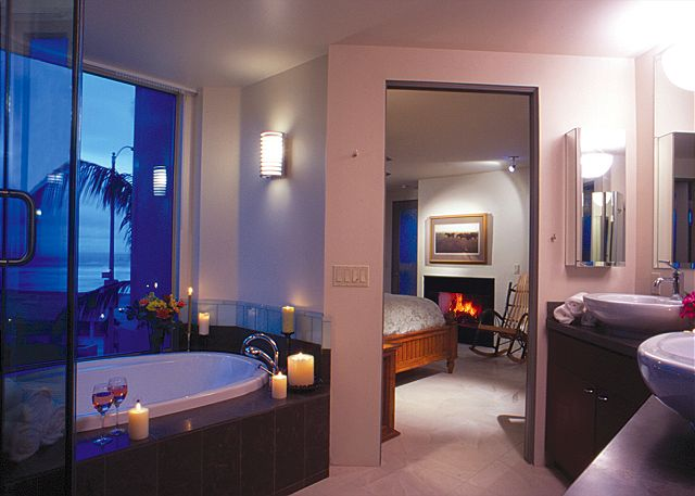 Stunning ocean front suite- panoramic views, gourmet kitchen, fireplace, w/d - San Diego, California