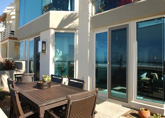 Luxurious Ocean Front, ground floor 3 BD 3BA Condo, garage and private patio - San Diego, California