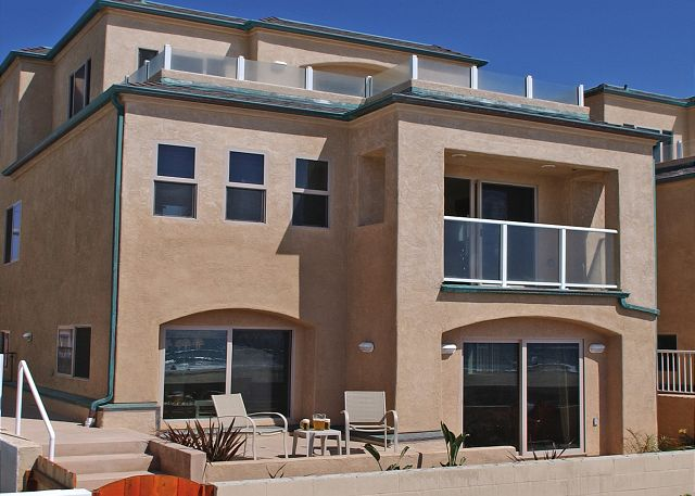 Great family oeanfront condo! 2 floors with groundfloor patio, tandem garage - San Diego, California
