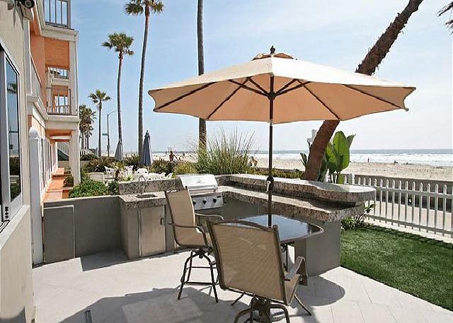 Premier vacation condo- ocean view, near beach, full kitchen, electric shades - San Diego, California