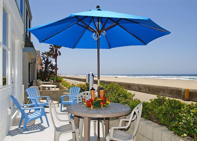 Luxurious ground floor condo- private patio, near boardwalk, BBQ, w/d - San Diego, California