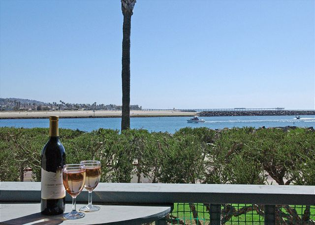 South Mission gem! Spacious 2nd floor condo with a view- large deck - San Diego, California