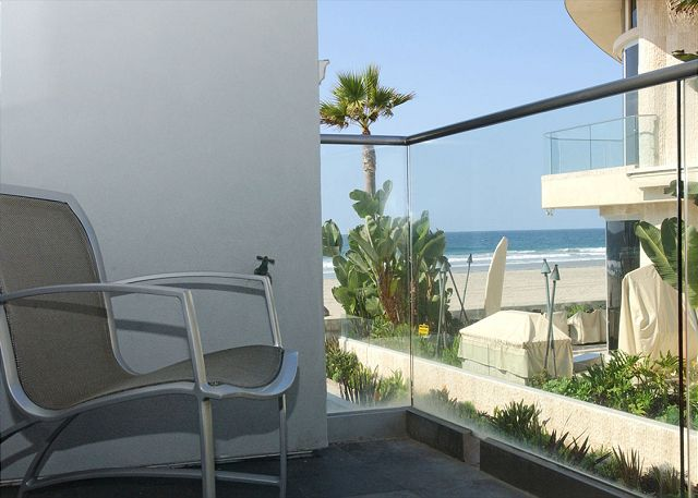 Luxury 2nd floor condo- 3 patios, views, full kitchen, near beach - San Diego, California