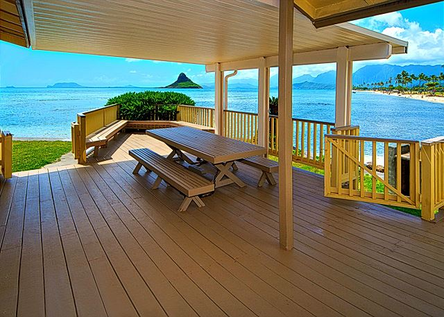 * Kualoa Hale - Beachfront