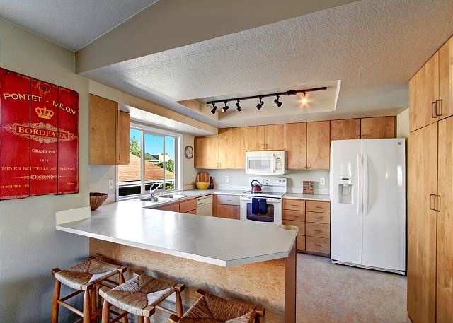 Spacious kitchen perfect for cooking and entertaining