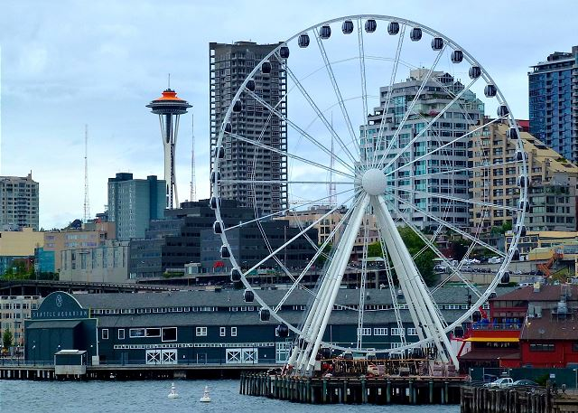 Seattle's Great Wheel is right on the waterfront