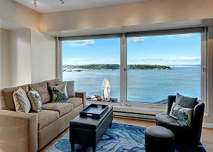 Elliott Bayview Luxury Suite
