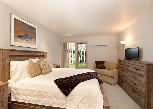Second bedroom with Queen and Twin Sofa bed.  Entrance from the courtyard,pool,hot tubs and easy access to the slope.