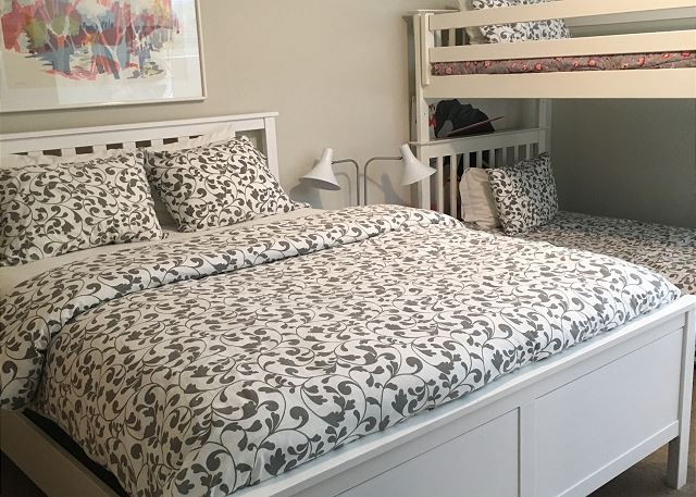 Queen bed with bunk (2 twins)