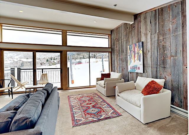 Floor to ceiling living room windows right on the slopes.  The view is spectacular!