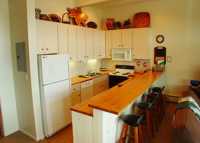 Fully equipped kitchen.  Everything you would need for breakfast, lunch or dinner