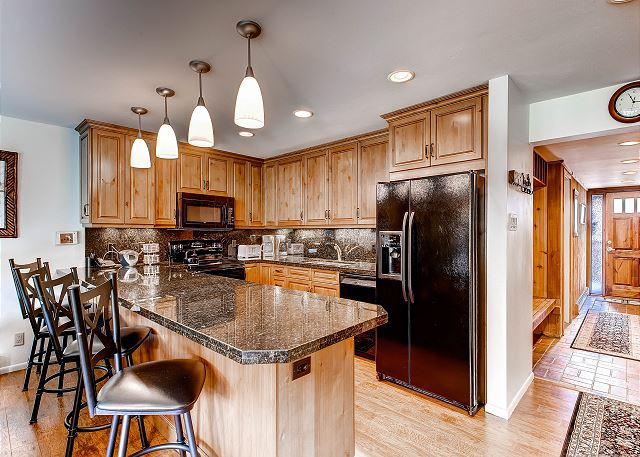 Beautifully designed kitchen with every thing you need for breakfast, lunch or dinner.