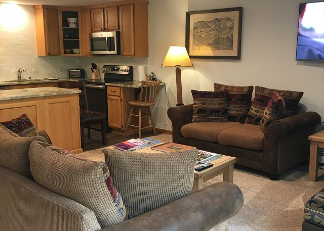 Come back from skiing/boarding and relax in the comfortable condo.