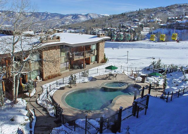 Pool with family hot tub attached