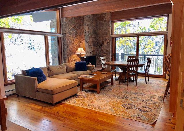 Beautiful spacious living room with 2 balconys