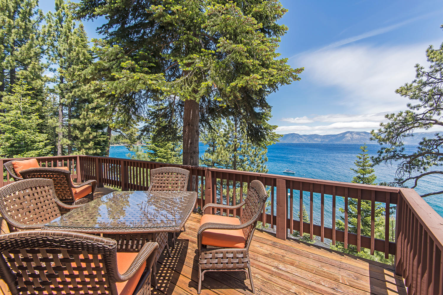 Lake tahoe rental glimmering shores lakefront for Cabin rental tahoe