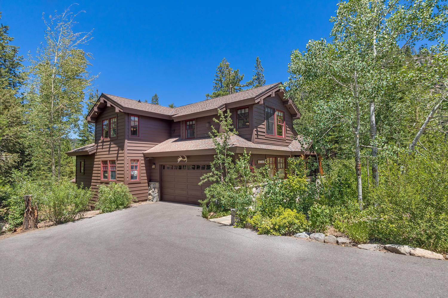 Lake tahoe rental trails end lodge at painted rock for Trail lodge