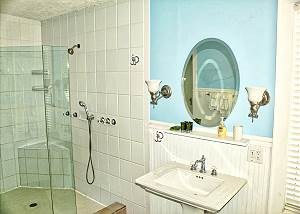 Each side of the Master Bath has a wash basin and toiletries