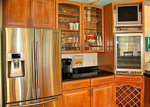 Everything needed to feel and live at home is in this spacious viewing kitchen