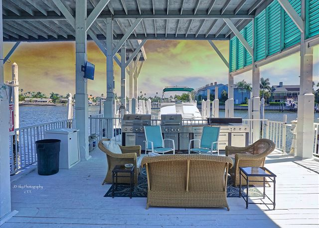 Pass-A-Grille Boutique Resort Boat House Pool Dock 2703