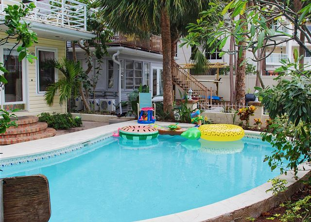 Treasure Island Beach Pool Sleeps 7