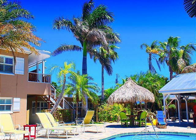 Coconut Grove Beach Resort unit 1,2,3,4, Pool and Wi-Fi