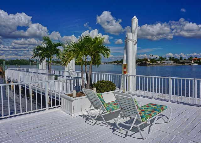 Pass-A-Grille Boutique Resort Bay & Boat Combo Pool Dock 0703