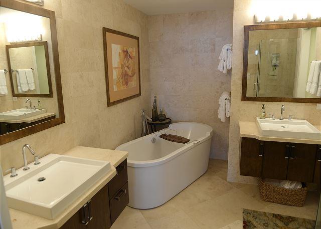 Villa 31 Master Bathroom