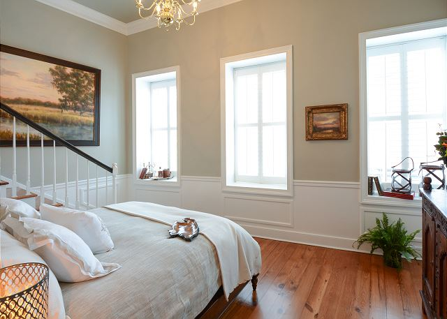 This one bedroom loft has a big comfortable 18th Century French Style king size bed with a beautiful view overlooking Vendue Range street and just seconds from Waterfront Park.