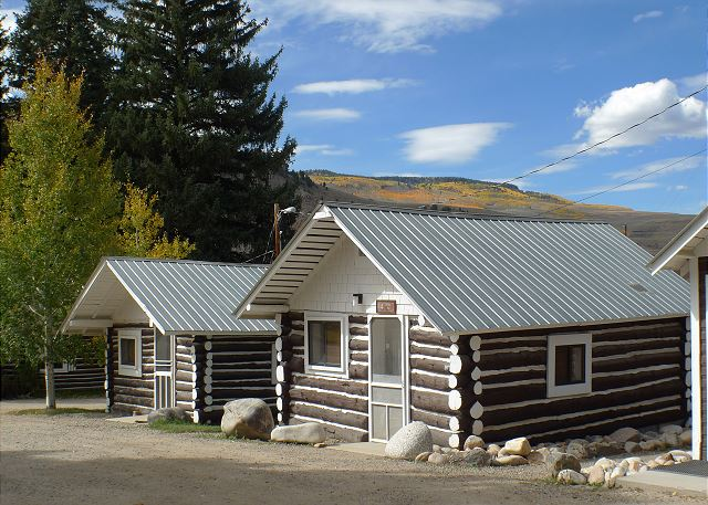 Cabins 3 (left) and 4 (right) are identical